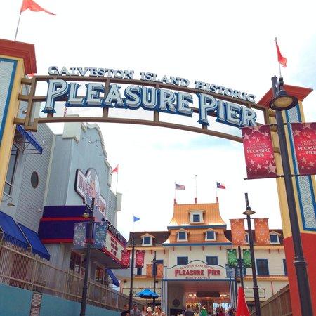 Galveston Island Historic Pleasure Pier: Entrance to Pleasure Pier