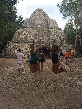 Coba Mayan Village: Assolutamente da vedere ! Prendete il risciò x farvi portare alle rovine :-)