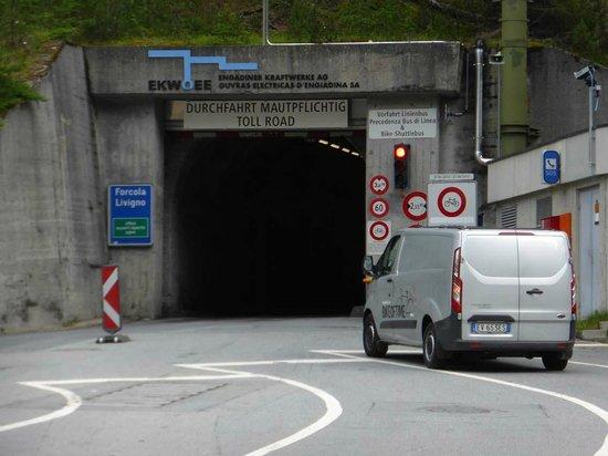 Munt-la-Schera-Tunnel : Tunneleingang - nicht schön, aber praktisch