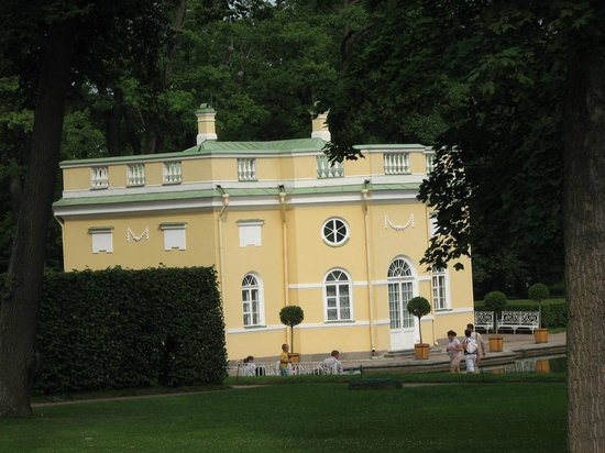 Catherine Palace and Park: Hot Bath house - I mean, you need separate for hot and cold!