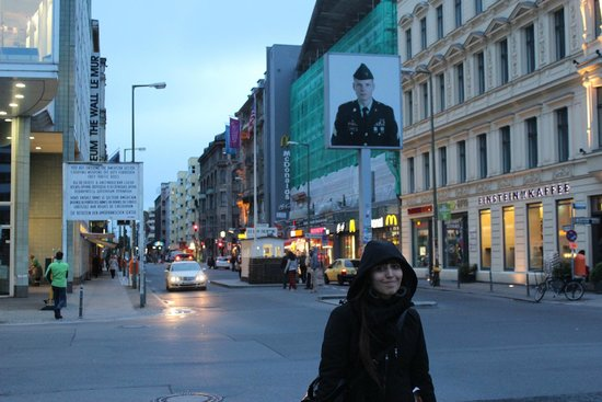 Novum Select Hotel Berlin The Wall: Checkpoint Charlie