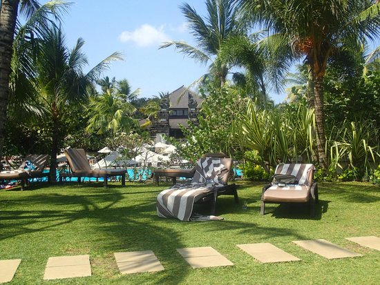 Padma Resort Legian: Area overlooking pool and Legian Beach