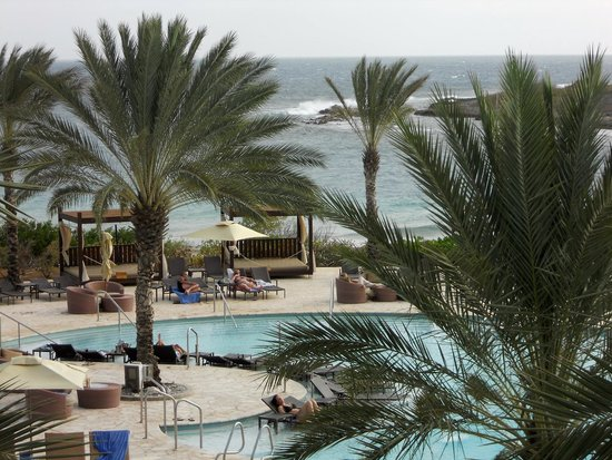 Santa Barbara Beach & Golf Resort, Curacao : Pool with Ocean in the Background