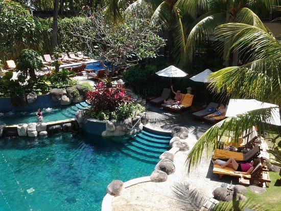 Kuta Paradiso Hotel : garden and pool