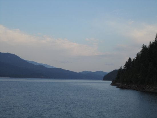 Cedar Bay RV Park : Beautiful view of Kootenay Lake