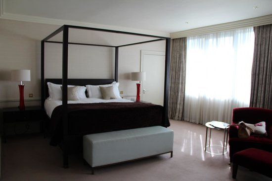 The Westbury: Four Poster Bed