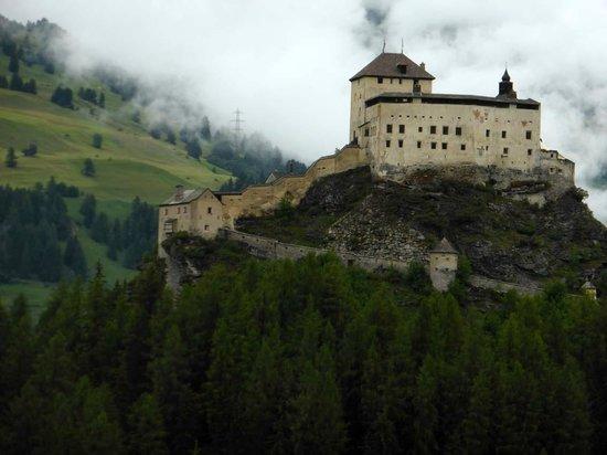 Schloss Tarasp: Aufstieg zur Burg