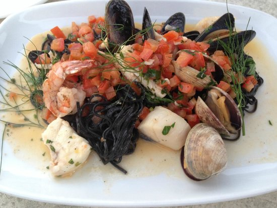Kingfisher Oceanside Resort and Spa: seafood pasta