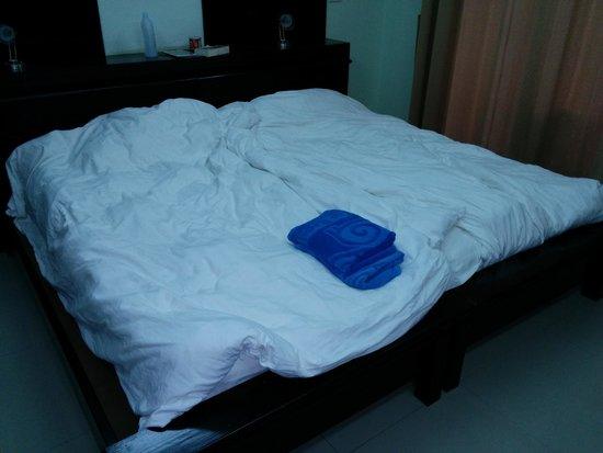 Koh Tao Regal Resort: ecco come vengono rifatti i letti dagli inservienti. E lenzuola mai cambiate in 4 notti.