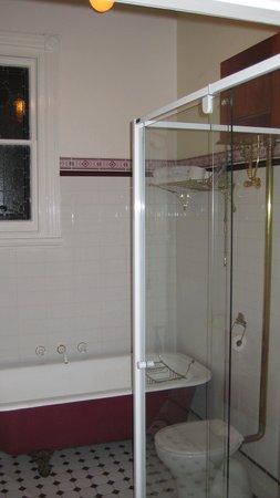 Carlyle House B & B: Muscat bathroom
