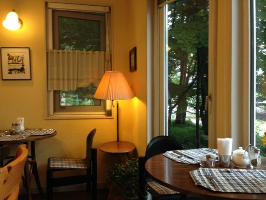 Bellscabin cafe & guesthouse : 一樓溫暖的大廳
