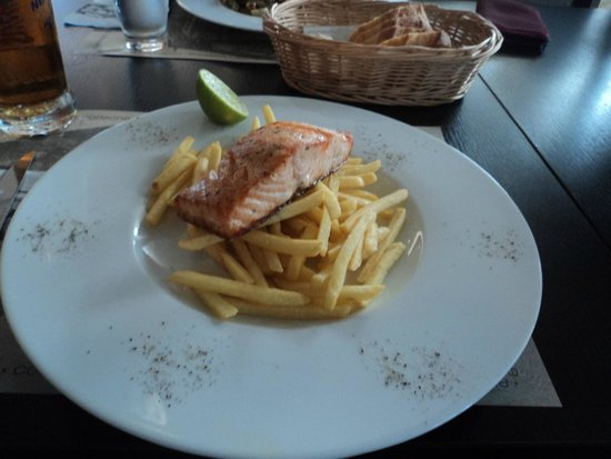 Corleone Restorante Pizzeria Andel : Salmon with chips