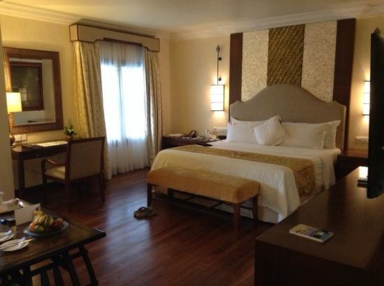The Laguna, a Luxury Collection Resort & Spa: very comfy rooms..