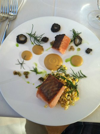 NINE-TEN Restaurant & Bar : Salmon