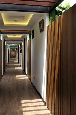 hotel clover 33 Jalan Sultan: 2nd level corridor
