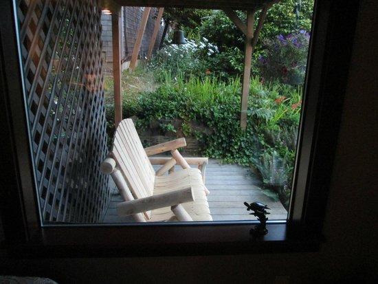 Turtlejanes Bed and Breakfast: Tortuga room deck glider