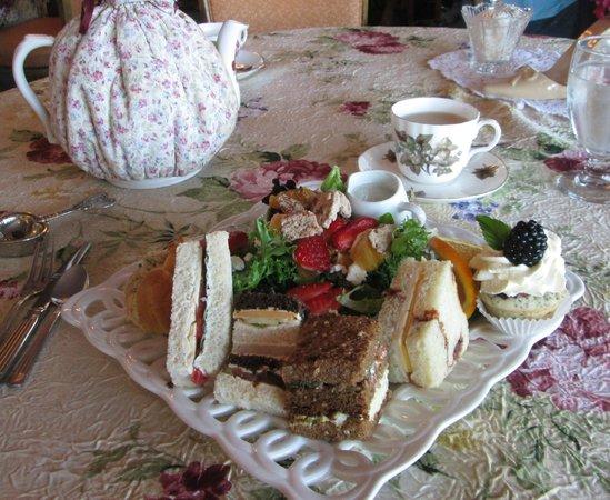La Tea Da Tea Room : Villagers Lunch - Salad, Sandwiches & a Sweet