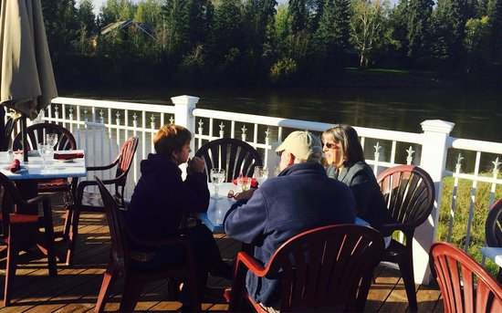 Chena's Alaskan Grill: On the deck at the River's Edge