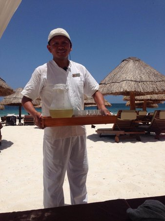 Excellence Riviera Cancun : Sergio one of the Concierge in Excellence Club. He serves around the pool and on Excellence Club