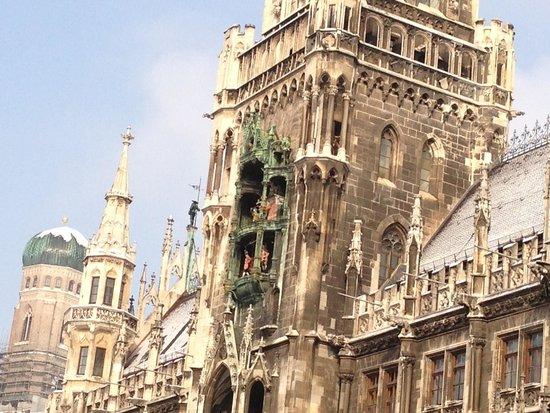 Marienplatz: Glockenspiel clock