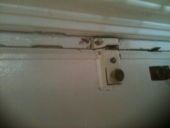 The Portland Hotel: Flimsy door lock