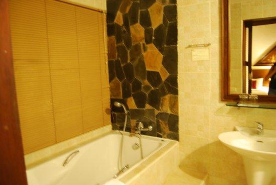 Golden Pine Resort : Salle de bains