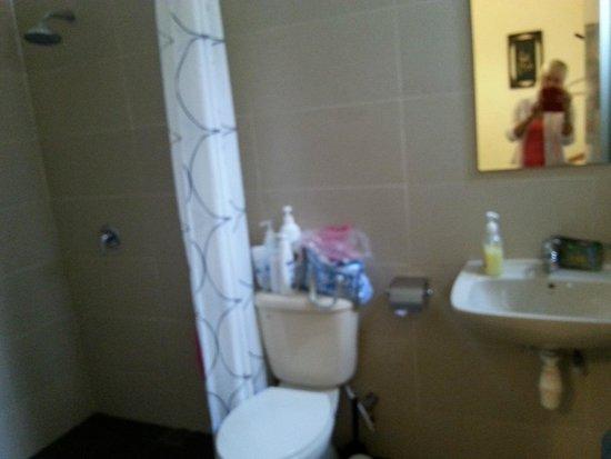 Rumah Putih Bed and Breakfast: Our bathroom @Rumah Putih B&B