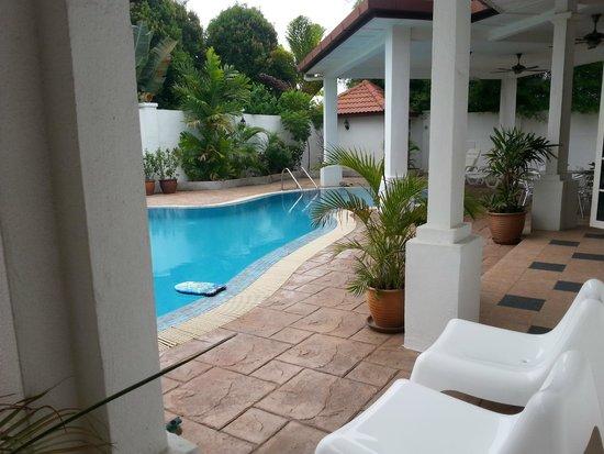 Rumah Putih Bed and Breakfast: Pool view from the house Rumah Putih B&B