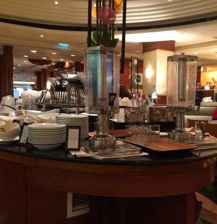 Hilton Singapore: Empty juice ....