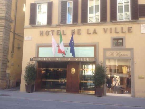 Hotel de La Ville: entrée de l'hôtel