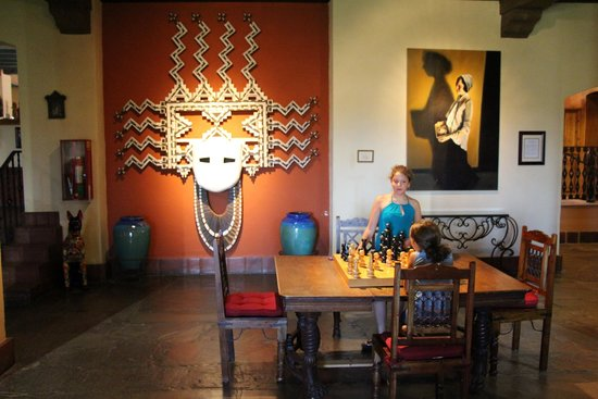 La Posada Hotel: Interesting art and games in the lobby