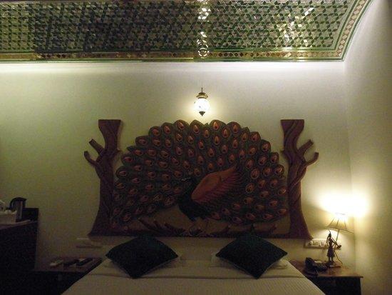 Nahargarh Haveli: おしゃれで清潔感のあるベッド