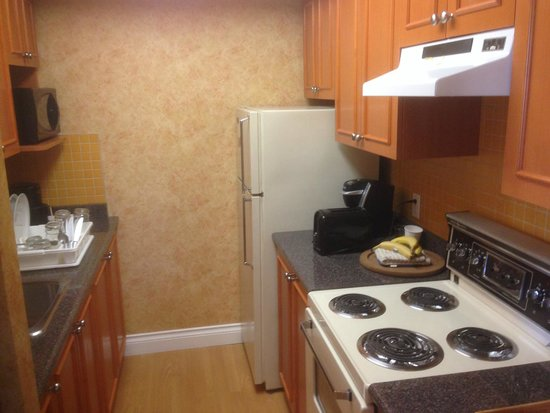 Sunset Inn and Suites: The kitchen