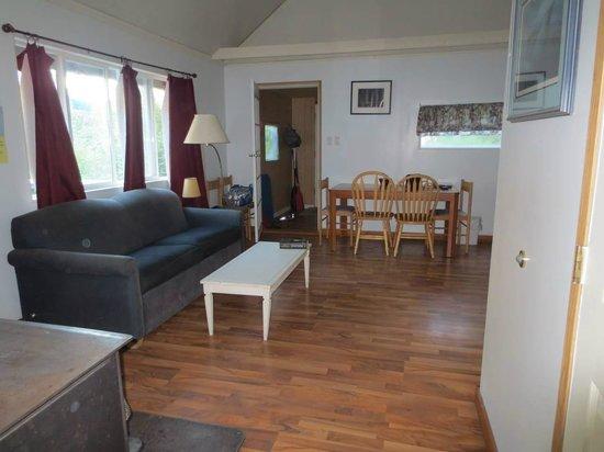 Blue Lake Resort: Main living area