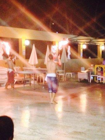 Tuntas Family Suites Kusadasi: Entertainment one evening