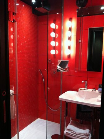 Hotel Atmospheres : Bright red shower!  Oh my...more pimping!