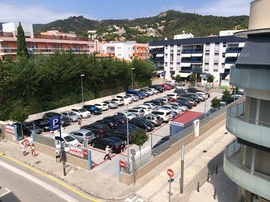 Hotel Avenida : view of parking from balcony