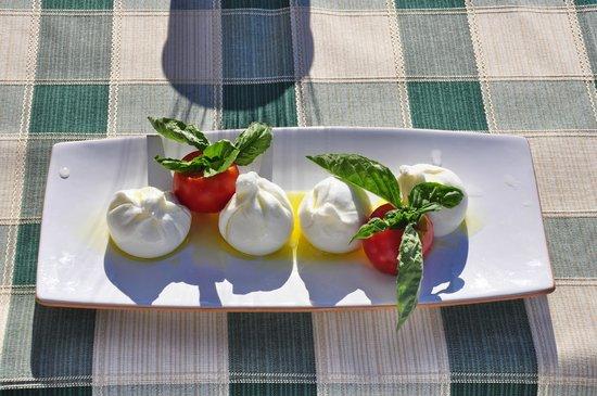 Agriturismo Masseria Calongo: caprese a colazione
