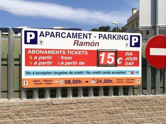 Hotel Avenida : parking info opposite hotel