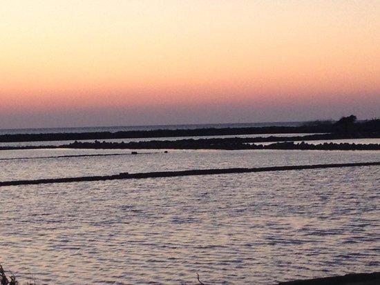 Riserva Naturale Saline Di Trapani E Paceco: Vista al tramonto delle saline