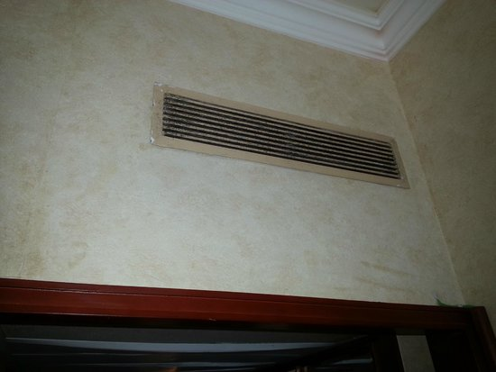 Rodos Palace: Air Condition dirty !!