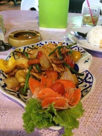 Halfway Inn : Best thai, Chicken cashew nuts