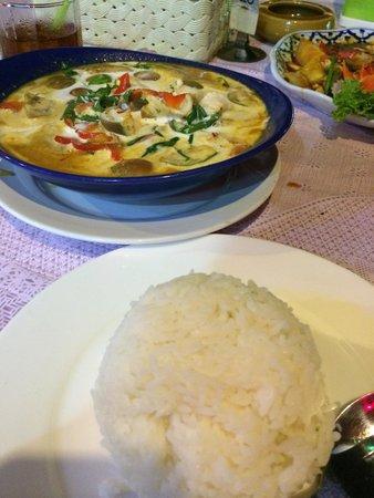 Halfway Inn : Chicken curry, best Thai