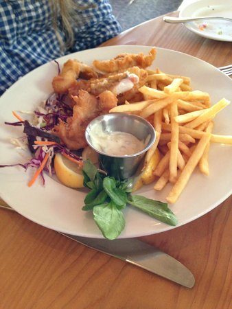 Black Point Grill at Sea Ranch Lodge: Fish and chips