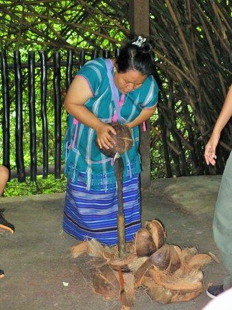 Siam Safari: Splitting coconuts