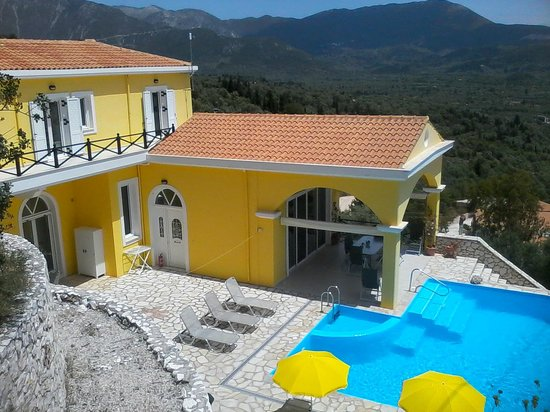 Vassiliki Bay Villas: ACROSS TO THE MOUNTAINS