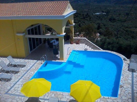 Vassiliki Bay Villas: VIEW ACROSS TO VALLEY