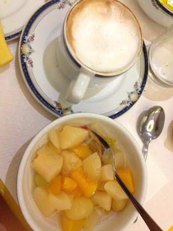 Hotel Italia: каппучино на завтрак