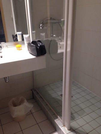 Quality Hotel Clermont Kennedy : Salle de bain