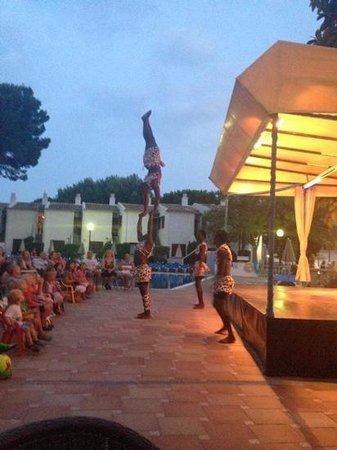 Grupotel Los Principes & Spa: acrobatic show